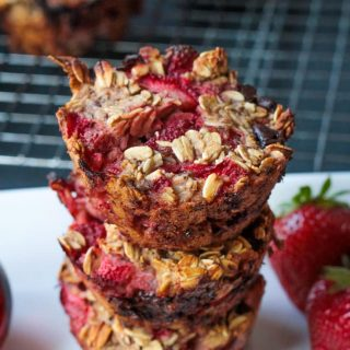 Strawberry Banana Baked Oatmeal Bites