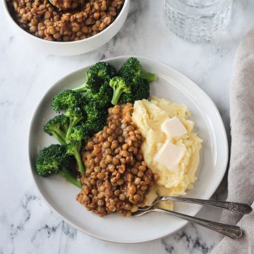 Mashed potatoes, BBQ Lentils, and steamed broccoli.